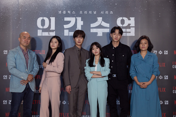 """From left, director Kim Jin-min; actors Park Ju-hyun, Kim Dong-hee, Jung Da-bin and Nam Yoon-su; and Yoon Shin-ae, CEO of the film production company Studio 329, pose before an online press conference to promote the Netflix original series 'Extracurricular."""" [NETFLIX]"""