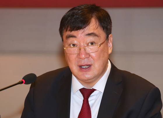 Chinese Ambassador to Seoul Xing Haiming speaks at a breakfast seminar seminar hosted by the Federation of Korean Industries in Yeouido, western Seoul, on Monday. [YONHAP]