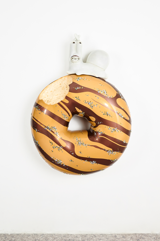 Kim's large-sized doughnut artworks [HAKGOJAE GALLERY]