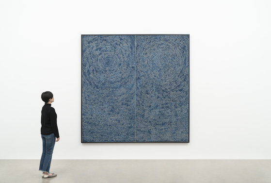 """Kim Whanki's diptych '05-IV-71 #200 (Universe)"""" (1971) will be on display at Gallery Hyundai for the first time since it was sold at a historical Christie's Hong Kong autumn auction held last year in November, for a whopping 101 million Hong Kong dollars, or around 15.3 billion won at the time."""