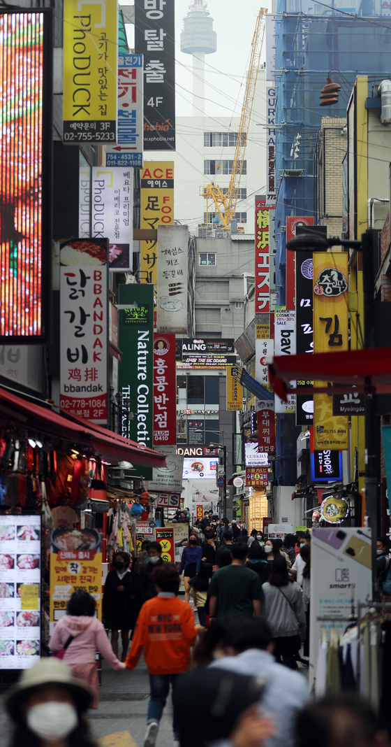 The streets of Myeongdong in Jung-district, central Seoul, are packed Tuesday, the last day of the government's relaxed social distancing measures. [YONHAP]