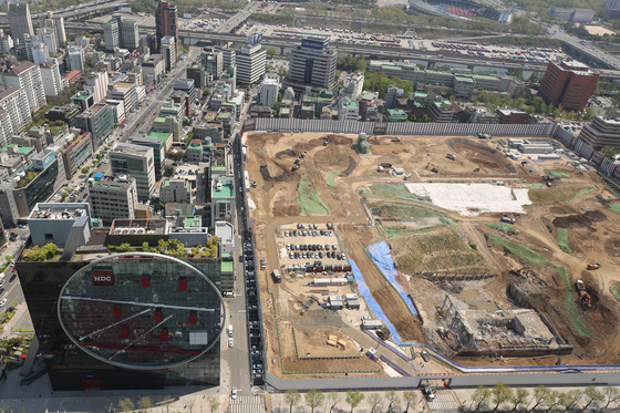 A view of the plot of land in Samseong-dong, southern Seoul, bought by Hyundai Motor Group in 2014. The group is planning to start construction of the Global Business Center soon and complete the project by 2026. [YONHAP]