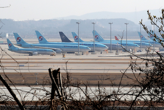 Planes are parked in the ground of Incheon International Airport. From the coronavirus pandemic, only 78,599 passengers used international flights for the last week of March, which was a 95.5 percent drop compared to the same period a year earlier. [NEWS1]
