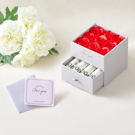 A soap box present released ahead of Parents' Day on Friday from Daiso, which consists of rose-shaped soaps on one level and a spare space on the other level to be filled with cash. [DAISO]