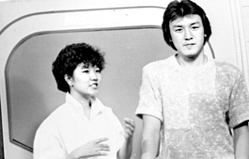 Lee Sung-mi, left, in an act with another comedian, Joo Byung-jin, in 1980 on a program on TBC. [JOONGANG ILBO]