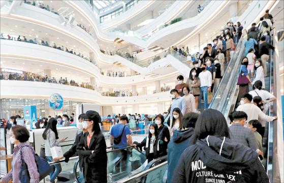 The shopping complex Time Square in Yeongdeungpo-district, south eastern Seoul is bustling with visitors on Childrens day. [NEWS1]