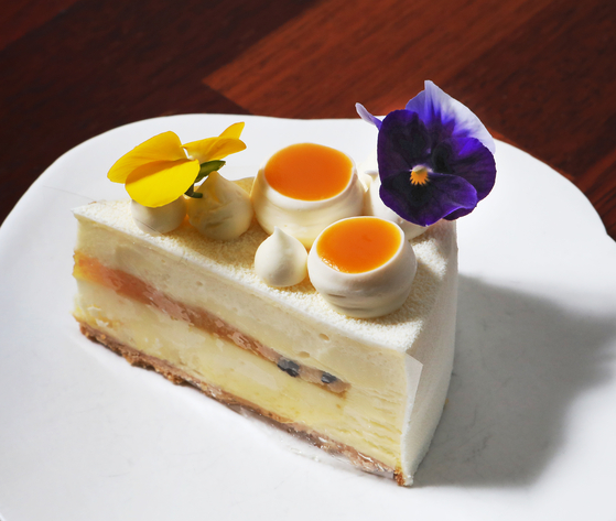 A small piece of cake offered at Cedrat. [PARK SANG-MOON]