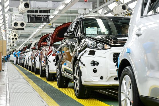 One of Kia Motors' factories in Gwangju that manufactures vehicles, including Sportage, Pride and Soul, all of which have found popularity overseas. [KIA MOTORS]