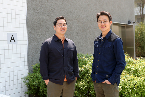 Wui Tae-yang, left, and Lee Min-su, right, CEOs of Cociety. [CHOI JEONG-DONG]