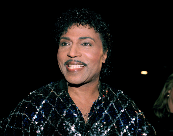 "This Nov. 13, 1986, photo shows Little Richard in Los Angeles. Little Richard, the self-proclaimed 'architect of rock 'n' roll"" whose piercing wail, pounding piano and towering pompadour irrevocably altered popular music while introducing black R&B to white America, has died Saturday, May 9, 2020. [AP/YONHAP]"