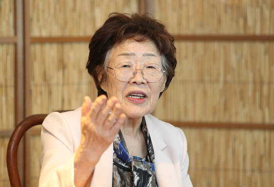 "Lee Yong-soo, a survivor of Japan's wartime sexual slavery, spoke at a press conference to criticize the Korean Council, the organizer of the Wednesday demonstration and the leading advocacy group of ""comfort women."" [YONHAP]"