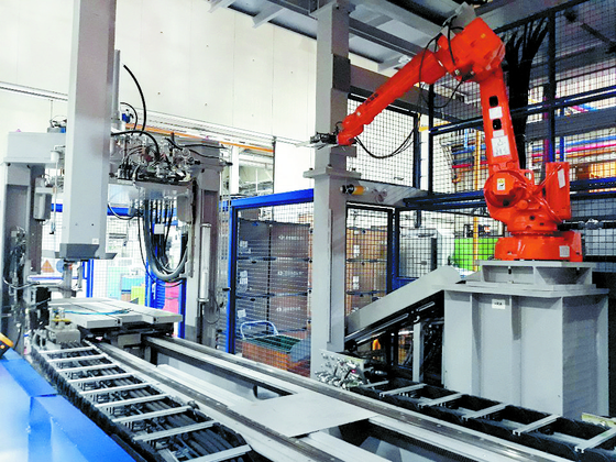 A 4 billion won production line specially built for Genesis model filler necks sits idle. [KIM YOUNG-JOO]