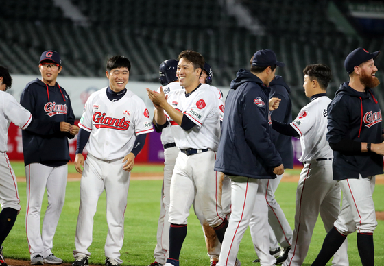 The Lotte Giants celebrate after picking up a win against the SK Wyverns at Sajik Baseball Stadium in Busan on Friday. [YONHAP]