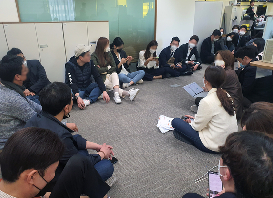 Channel A reporters stage a sit-in at their offices in central Seoul to protest a raid by prosecutors over allegations that one of the company's reporters colluded with a prosecutor to frame a liberal media personality. [NEWS1]