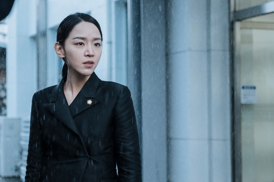 """Innocence,""featuring actors Shin Hye-sun, above, and Bae Jong-ok, is set to premiere on May 27. Shin portrays an elite lawyer Jung-in attempting to proveher mother's innocence from a murder case. [KIDARI ENTERTAINMENT]"