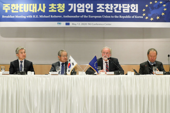 EU Ambassador to Korea Michael Reiterer, second from right, speaks during a meeting at the Federation of Korean Industries in Yeouido, western Seoul, on Tuesday.