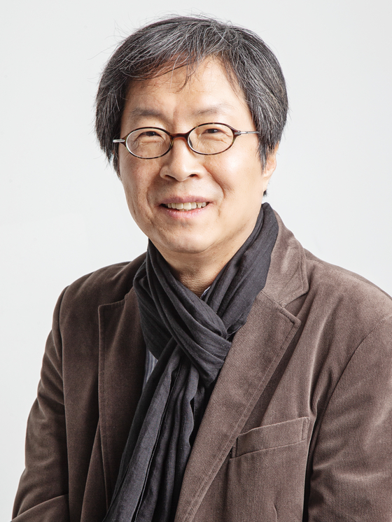 After 27 years in the film business, Lee Joon-dong, festival director of the Jeonju International Film Festival (JIFF), is trying to figure out how to hold a major film event in the midst of a pandemic. [JIFF]