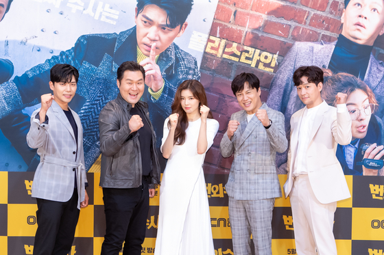 "From left, actors Ji Seung-hyun, Yoon Kyung-ho, Lee Sun-bin, Cha Tae-hyun and Jung Sang-hoon pose for photos during a press event on Tuesday for the upcoming drama series 'Team Bulldog: Off-duty Investigation"" on OCN. The story centers around a headstrong police detective and a TV producer collaborating to catch culprits. [OCN]"