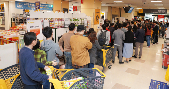 Visitors wait in line to enter an Emart store in Seoul on a promotional day in November. [EMART]