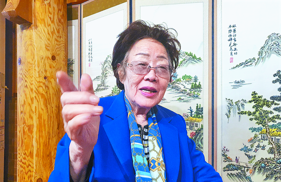 Lee Yong-soo, a 91-year-old survivor of Japanese wartimesexual slavery, sits for an interview with the Monthly JoongAng on Wednesday inDaegu. [MUN SANG-DEOK]