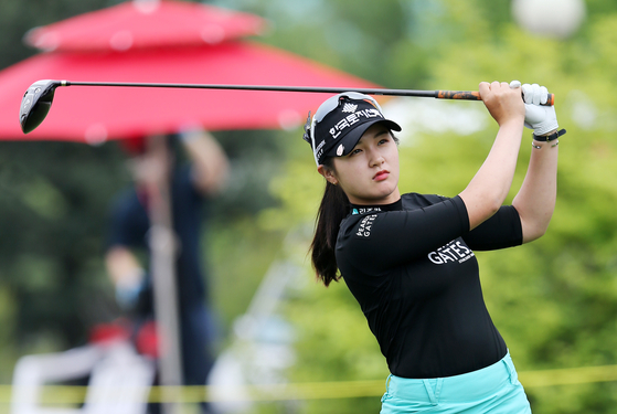 Park Hyun-kyung watches her shot during the final round of the 42nd KLPGA Championship at Lakewood Country Club in Yangju, Gyeonggi, on Sunday. [YONHAP]
