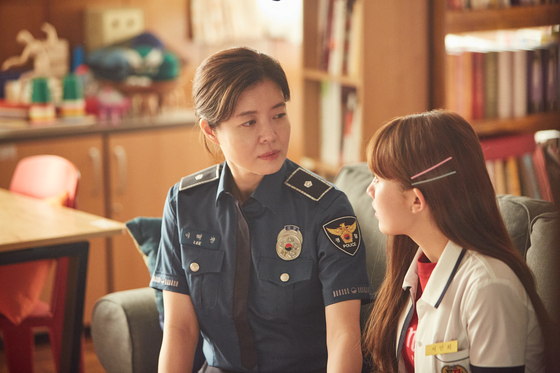 Left, a police detective Hye-kyung (played by Kim Yeo-jin) tries to help Min-hee (played by Jung Da-bin), who is involved in prostitution. [NETFLIX]