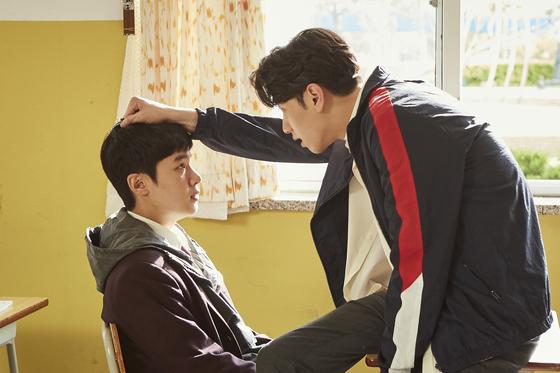 Ji-soo (played by Kim Dong-hee), left, is bullied by Ki-tae (played by Nam Yoon-su). [NETFLIX]