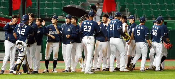The NC Dinos celebrate after winning a game against the SK Wyverns at Munhak Baseball Stadium in Incheon on Friday, May 15. [YONHAP]