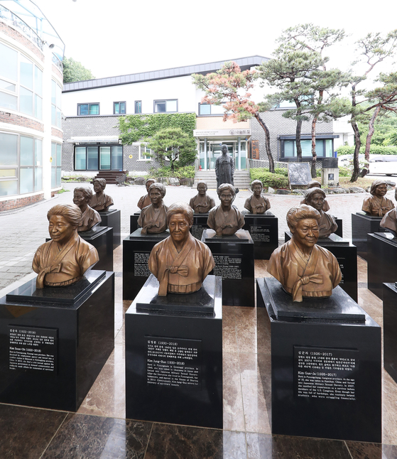 """Busts of former 'comfort women"""" victims who have passed away on display at the House of Sharing, a shelter for them in Gwangju, Gyeonggi. [YONHAP]"""