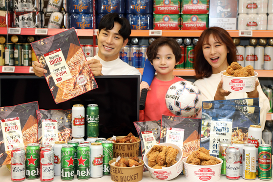 Models pose for promotional snacks that will be offered at Emart for a week from May 21 through May 27. [EMART]