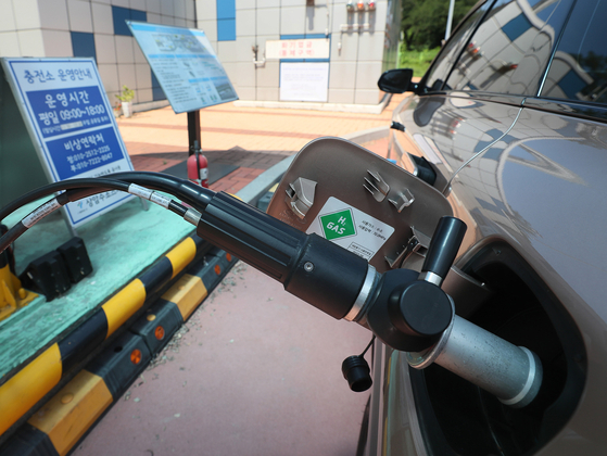 A hydrogen fuel charging station in Mapo District, western Seoul. [YONHAP]