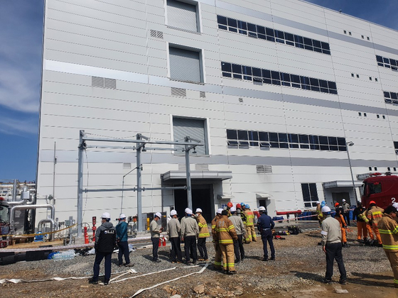 Firefighters work at LG Chem's catalyst lab in Seosan, South Chungcheong, after extinguishing a fire that killed one worker and injured two others on May 19, 2020. [YONHAP]
