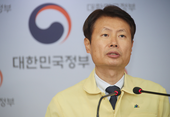 Korean Vice Health Minister Kim Gang-lip speaks at a coronavirus briefing Wednesday at the government complex in Seoul after being tapped as a member of the executive board of the World Health Organization. [YONHAP]
