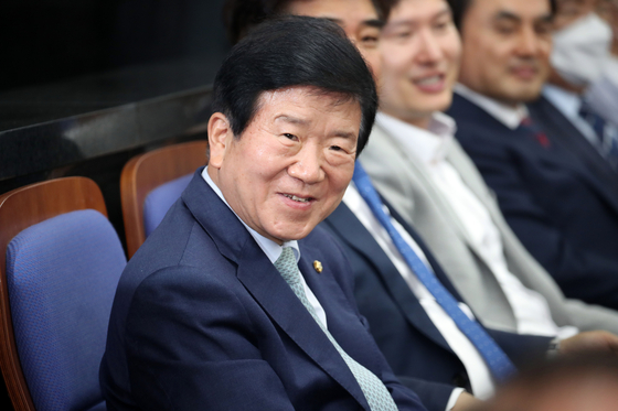 Rep. Park Byeong-seug attends the Democratic Party's meeting at the National Assembly on Wednesday. The ruling party nominated Park as the next National Assembly speaker. [YONHAP]