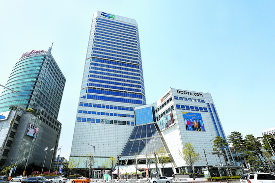 Doosan tower located in Jung-district, central Seoul. Doosan Group is currently in negotiation with Mastern Investment Management for the sale of Dongdaemun Doota, which has served as the group's headquarters.[YONHAP]
