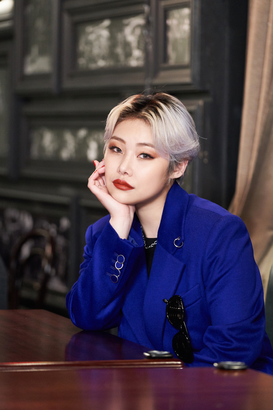 """Rapper Cheetah debuts as actor Kim Eun-young in the film """"Jazzy Misfits."""" The film premieres on Wednesday. [TRIPLE PICTURES]"""