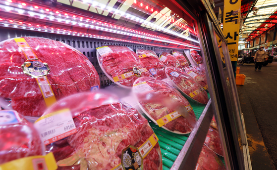Beef is displayed in a butcher shop inside the largest meat market in the country, Majang Meat Market, in Seong-dong-district, eastern Seoul, on May 19 [NEWS1]