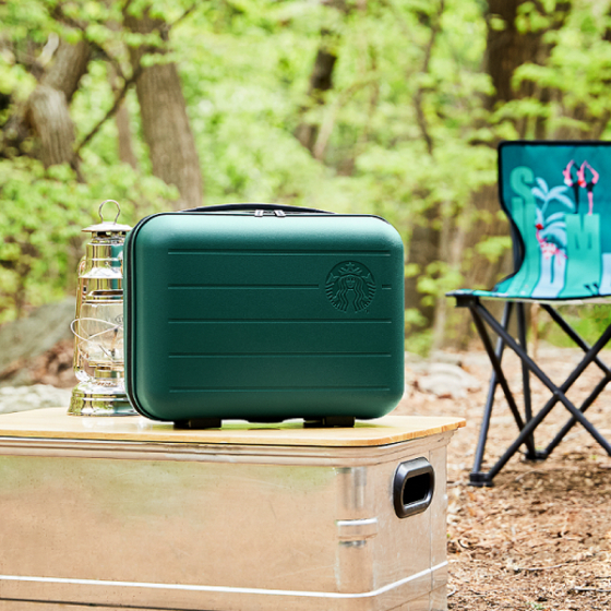 """Starbucks Korea's camping chair and """"summer ready"""" bag are the rewards in the 2020 summer e-frequency program. [STARBUCKS KOREA]"""