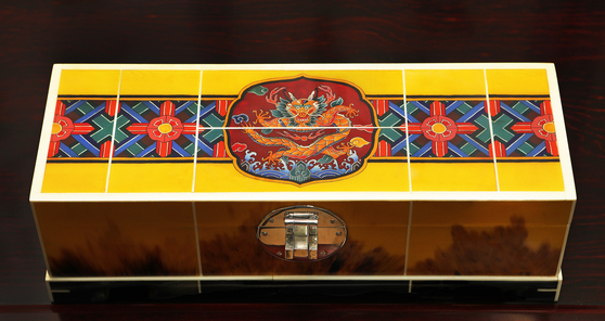 A jewelry box made by Han Ki-ho with drawings of beasts and dancheong (traditional decorative coloring on wooden buildings). [PARK SANG-MOON]