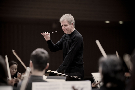 Maestro Thierry Fischer and the Seoul Philharmonic Orchestra will hold a two-day concert on June 18 and 19 at the Lotte Concert Hall. [MARCO BORGGREVE]