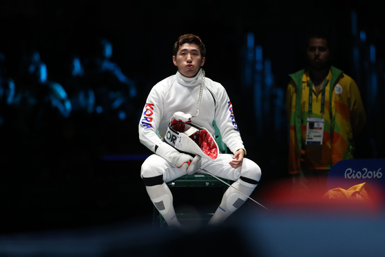 Fencer Park Sang-young gives himself a self pep talk during the gold medal match at the 2016 Rio Olympics. [YONHAP]