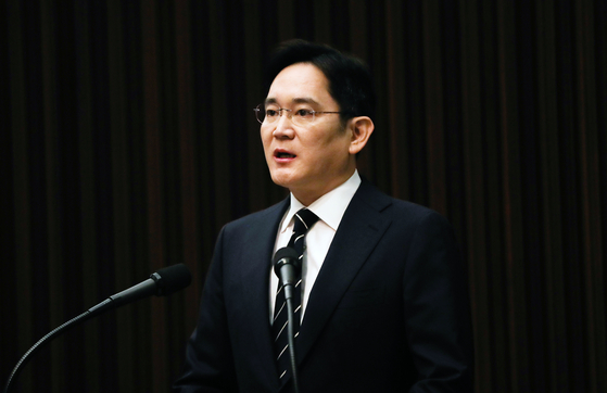 Samsung's de facto leader Lee Jae-yong on May 6 vows to end dynastic succession at Korea's largest business group in a public mea culpa for irregularities in his own rise to the top.  [YONHAP]