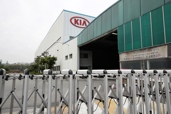 Kia Motors' plant in Gwangju on Wednesday shut down. [YONHAP]