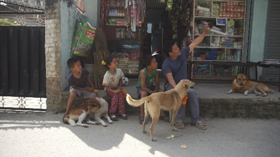 Minu hanging out with town kids in Nepal. [FULL FILM]
