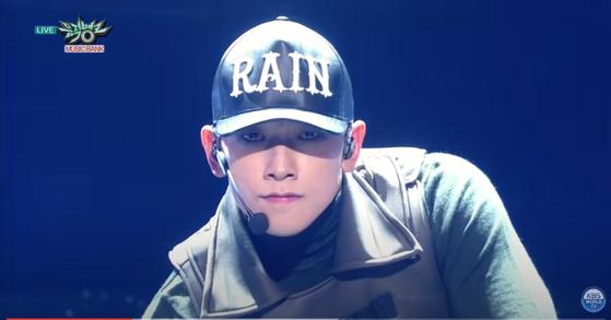 "Rain performing on KBS's ""Music Bank."" [SCREEN CAPTURE]"