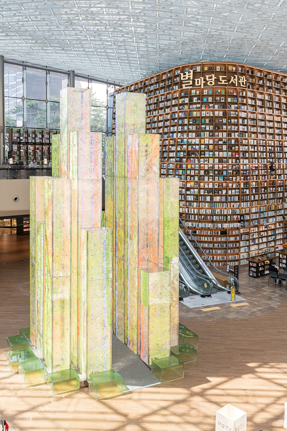 """'City of Light"""" by artists Lee Eun-sook and Sung Byung-kwon installed at Starfield Library in Coex in Gangnam District, southern Seoul, in celebration of the third anniversary of the library. The 9 meter (29.5 foot) installation is a representation of the knowledge and wisdom accumulated in the library. The artwork changes in color depending on the direction of the light entering Coex. [SHINSEGAE PROPERTY]"""
