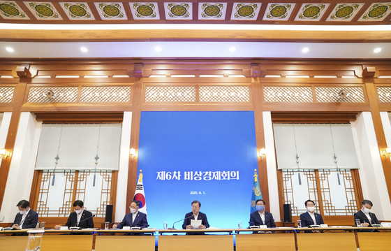 President Moon Jae-in hosts an emergency economic meeting, his first in 40 days, at the Blue House on Monday. [YONHAP]