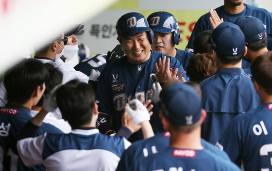 The NC Dinos celebrate after Yang Eui-ji, center, scores a run off Kim Tae-gun's RBI double during a game against the Samsung Lions at the Daegu Samsung Lions Park in Daegu on May 31. [YONHAP]
