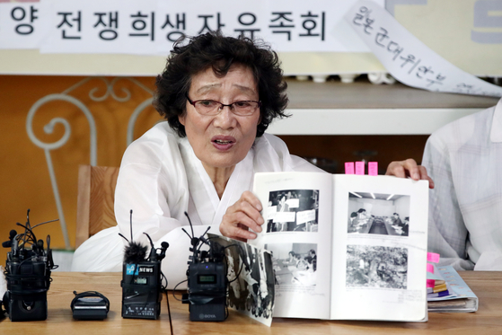 Yang Soon-im, head of the Association for the Pacific War Victims and Bereaved Families, holds a press conference on Monday to support a comfort woman survivor's revelation that Yoon Mee-hyang, a lawmaker of the ruling Democratic Party, and her civic group, the Korean Council, had exploited victims for decades.  [YONHAP]