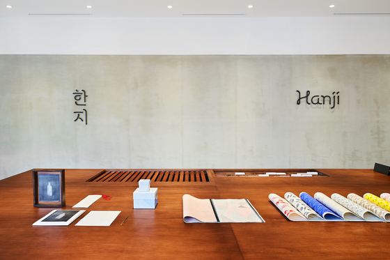 Hanji Culture and Industry Center opened its doors inBukchon, central Seoul. Operated by the Korea Craft & Design Foundation,the center aims to function as a cultural platform so that traditional Koreanpaper can increase its presence overseas.  [KCDF]